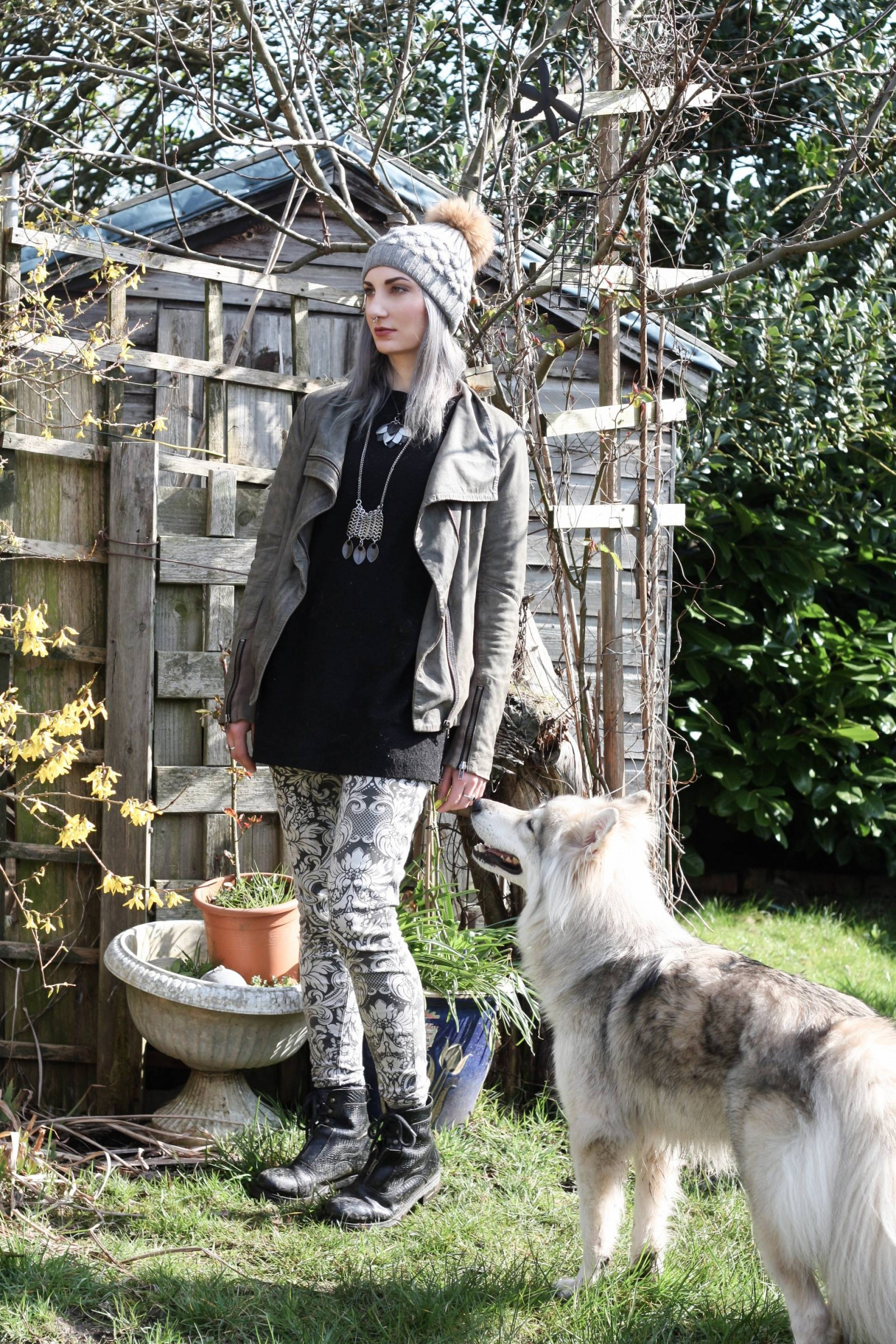 dark fashion blogger with wolf dog