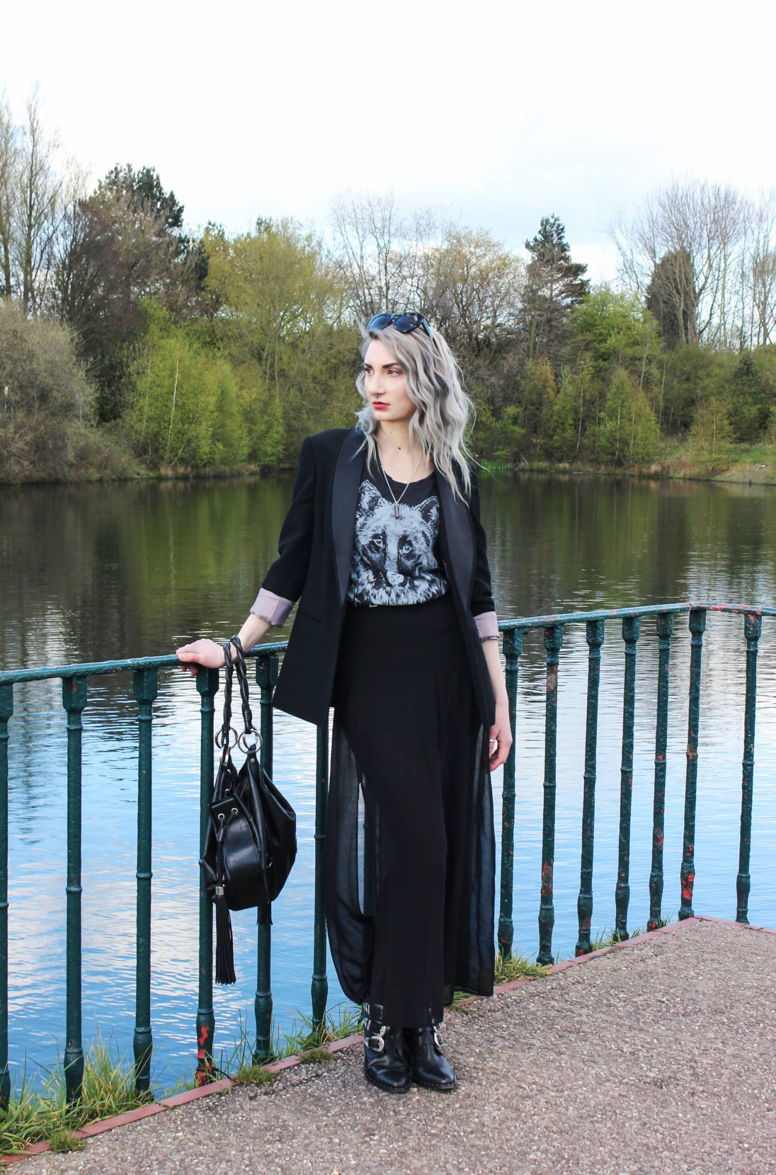 dark fashion blogger